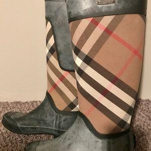 Authentic Burberry rain boots. Size 8.